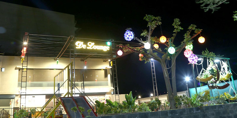 De Lounge Restaurant Banner
